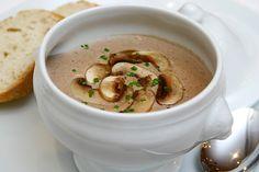 Quem não gosta de um prato bem reconfortante? Experimente... Vale a pena!!! #Sopa_de_cogumelos_frescos #receitas #sopas #cogumelos #outono #frio