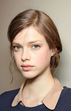Such an effotless flair, and pretty complexion. This shall be my makeup look for Paris.