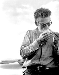 James Dean / Smoking Black and White Photography