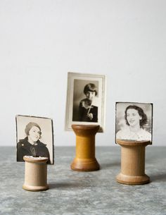 DIY vintage wooden spool photo holders - perfect for old family photos Picture Holders, Photo Holders, Place Card Holders, Wooden Spool Crafts, Wood Spool, Cadre Photo Original, Diy Recycling, Photos Originales, Photo Vintage