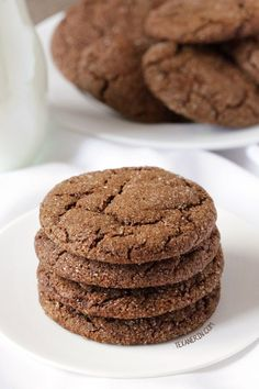 Soft and chewy molasses cookies made a little healthier! With gluten-free, vegan, whole grain and dairy-free options. Cookies Gluten Free, Healthy Cookies, Gluten Free Baking, Gluten Free Desserts, Dairy Free Recipes, Vegan Recipes Easy, Cookies Vegan, Sugar Cookies, Keto Recipes