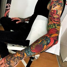 the best full sleeve tattoos Full Hand Tattoo, Best Sleeve Tattoos, Full Sleeve Tattoos, Tattoo Sleeve Designs, Hand Tattoos, Traditional Tattoo Colours, Traditional Japanese Tattoos, Colorful Sleeve Tattoos, Japanese Sleeve Tattoos