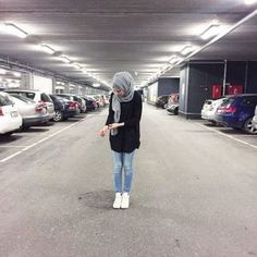 awesome fashion, hijab, and jeans resmi. Islamic Fashion, Muslim Fashion, Modest Fashion, Fashion Outfits, Casual Hijab Outfit, Hijab Chic, Modest Wear, Modest Outfits, Hijab Jeans