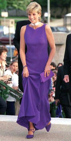 In the '80s and '90s, no one did fashion better than Princess Diana. And though some of her outfits may be a little dated, the styles that inspired them aren't . Here are 10 optio…