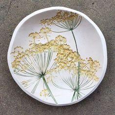 Newest Snap Shots Ceramics Pottery raku Ideas Dill Flower Pottery Plates, Slab Pottery, Ceramic Pottery, Pottery Art, Ceramic Clay, Ceramic Painting, Ceramic Plates, Pottery Courses, Pottery Store