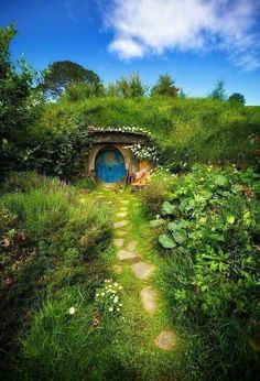 """Earth Pics: Hobbit House, New Zealand. "" want one!!!!"