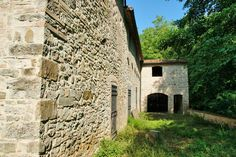 Ancient renovated mill, free standing surrounded by wood and close to a river. Possibility to build a pool. €300000