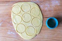 Meringue Sugar Cookies with Jam - Momsdish Jam Cookies, Easy Sugar Cookies, Meringue Cookies, No Bake Cookies, Best Crepe Recipe, Crepe Recipes, Simple Sugar, Holiday Cookies, Delicate