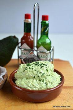 Pastă de avocado cu cremă de brânză, usturoi și ceapă verde | Savori Urbane Baby Food Recipes, Beef Recipes, Vegetarian Recipes, Cooking Recipes, Healthy Recipes, Food Tips, Avocado Dessert, Avocado Toast, Chutney