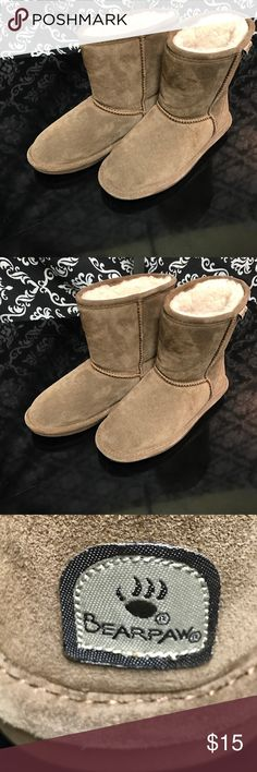 Like New Womens Tan Bearpaw Comfy Boots Size 4 Like New Womens Tan Bearpaw Comfy Boots Size 4 in Like New Excellent Condition BearPaw Shoes