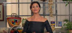 Στη νέα στήλη της εκπομπής «Πάμε Δανάη!» με τίτλο «Cucina con doro», η Δωροθέα θα μάς δείχνει πώς να φτιάχνουμε λαχταριστές αυθεντικές ιταλικές συνταγές, εύκολα… Off Shoulder Blouse, Shoulder Dress, Celebrities, Tops, Dresses, Women, Fashion, Vestidos, Moda