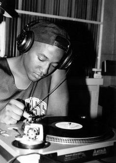 Q-Tip spinning vinyl Hiphop, 90s Hip Hop, Hip Hop Rap, Hip Hop Artists, Music Artists, Rapper, Estilo Hip Hop, Arte Hip Hop, A Tribe Called Quest