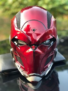Exceptional custom motorcycles images are offered on our website. look at this and you wont be sorry you did. Helmet Design, Mask Design, Red Hood Helmet, Armadura Cosplay, Helmet Armor, Knights Helmet, Cool Masks, Batman Comics, Gotham Batman