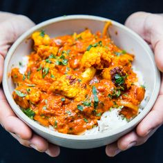 A delicious Halloumi Tikka Masala that serves 4 people. Curry Recipes, Veggie Recipes, Indian Food Recipes, Vegetarian Recipes, Cooking Recipes, Healthy Recipes, Ethnic Recipes, Hallumi Recipes, Recipies