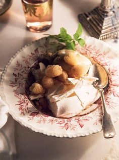 "Expert entertaining  tips for hosting stress free winter holiday party: An easy make-ahead dessert for a dinner party, this Homemade Burnt Orange Caramel Ice Cream Recipe, with  Meringue, and Raspberries, will keep things easy and stress free. Read  more ""Steal Winter Dinner-Party Ideas from This California-Cool Soiree"" over on our Style Guide!"