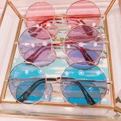 Discovered by °☪Ky-fi°︎⋆. Find images and videos about fashion, cute and style on We Heart It - the app to get lost in what you love. Cute Glasses, Glasses Frames, Kawaii Accessories, Fashion Accessories, Girly Things, Cool Things To Buy, Cat Eye Colors, Glasses Trends, Lunette Style