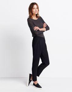 https://static.casual-fashion.com/images/product/de/152x194/3/schwarz_bundfaltenhose_damen_caspar_uni_someday_look_900.jpg