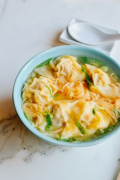 Cantonese Wonton Noodle Soup yummy This wonton noodle soup recipe is comforting as it's far genuine. beef & shrimp wontons, hen broth and HK style egg noodles make this wonton noodle soup Wonton Noodle Soup, Wonton Noodles, Egg Noodles, Noodle Soups, Asian Recipes, Healthy Recipes, Ethnic Recipes, Healthy Food, Wan Tan