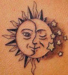 Tatuaggio luna sole e stelle