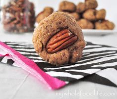 Maple pecan cookies - my whole food life. Pecan Recipes, Sweet Recipes, Whole Food Recipes, Cookie Recipes, Dessert Recipes, Bar Recipes, Vegan Sweets, Vegan Desserts, Healthy Desserts