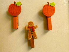 Feature Friday -Make it easy crafts: Seasonal magnetic chip clip or note holder Easy Fall Crafts, Halloween Crafts For Kids, Craft Stick Crafts, Fun Crafts, Projects For Kids, Craft Projects, Clothespin Magnets, Clothespin Crafts, Church Crafts