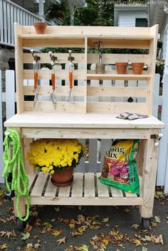 Bench / Outdoor Bar : Buy or Build? Brooklyn Limestone: Potting Bench / Outdoor Bar : Buy or Build?Brooklyn Limestone: Potting Bench / Outdoor Bar : Buy or Build? Station D'empotage, Potting Station, Pallet Potting Bench, Potting Tables, Pallet Garden Benches, Pallet Planters, Outdoor Benches, Outdoor Pallet, Outdoor Gear