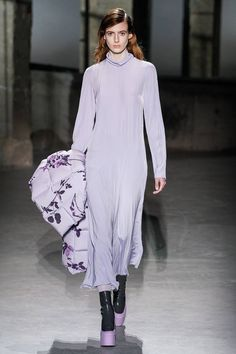 Dries Van Noten Fall 2019 Ready-to-Wear Fashion Show - Vogue Fashion Week Paris, Runway Fashion, Fashion Outfits, Fall Outfits 2018, Fall Outfits For Work, Winter Outfits Women, Vogue Paris, Dries Van Noten, Fashion Prints