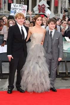 Rupert Grint, Emma Watson, & Daniel Radcliffe at the Deathly Hallows Part 2 Premier.... <3 ALSO, check out the sign behind Rupert :D