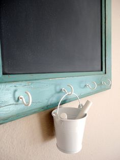big wooden board painted with chalkboard paint, leaning against our big living room wall. hooks for herbs, pins and chalk pots like these? could even drape some fairy lights around the board along hooks Memo Boards, Cork Boards, Office Boards, Chalk Board, Diy Cork Board, Cork Board Ideas For Bedroom, Office Bulletin Boards, Wall Boards, Pin Boards