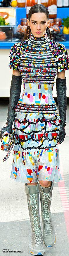 Chanel Fall 2014 Ready-to-Wear Fashion Show Chanel Fashion, Couture Fashion, Runway Fashion, Fashion Show, Womens Fashion, Fashion Design, Fashion Trends, Paris Fashion, Rainbow Fashion