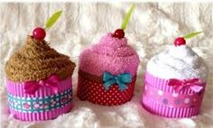 Risultati immagini per figuras con toallas Homemade Gifts, Diy Gifts, Baby Shower Themes, Baby Shower Gifts, Towel Origami, Cupcake Crafts, Towel Animals, Towel Cakes, Barbie Party