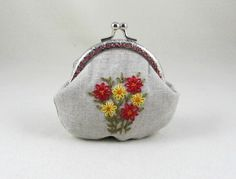 Hand embroidered purse, floral coin purse, linen pouch, frame purse, embroidered linen purse, made in France by JRsbags on Etsy