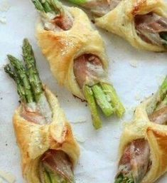 Spargel/Pancetta/Blätterteig party brunch Asparagus, Pancetta and Puff Pastry Bundles - Completely Delicious Easter Recipes, Appetizer Recipes, Recipes Dinner, Brunch Appetizers, Party Recipes, Finger Food Recipes, Brunch Finger Foods, Best Brunch Recipes, Brunch Foods