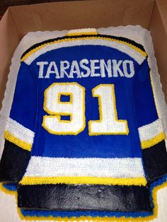 Celebrate your groom and his favorite player with a sweater shaped groom's cake! Created by the Blue Owl Bakery