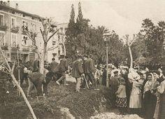Treballs d'acondicionament de jardí en 1906 prop del Carrer de la Sang de València. Font José Huguet i altres fotògrafs
