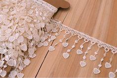 Δαντέλα Τρέσσα Καρδιές LC8646  Δαντέλα τρέσσα σε σχέδιο καρδιές, πλάτους 7,5cm. Εξαιρετική ποιότητα και κομψό, διακριτικό σχέδιο για όμορφα δεσίματα. Δώστε ένα ρομαντικό, vintage ύφος στις δημιουργίες σας. Ιδανική για να δέσετε μπομπονιέρες, προσκλητήρια, μαρτυρικά, λαμπάδες γάμου και βάπτισης, κουτιά βάπτισης και λαδοσέτ. Χρησιμοποιήστε την ακόμα για διάφορες χειροτεχνίες και κατασκευές. Vintage, Vintage Comics