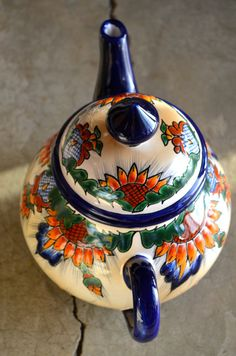 Beautiful details, love this teapot😍🌻found it on etsy. Dm us if you want the link! China Painting, Ceramic Painting, Cerámica Ideas, Mexican Ceramics, Talavera Pottery, Art Mural, Art Décor, Ceramic Teapots, Tea Service