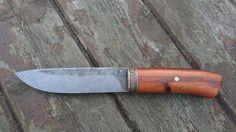 19418, celková délka 250mm, čepel 135/30/3mm. Rukojeť švestka, záštita patinovaná mosaz.