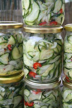 Sałatka z cukini na zimę Pickles, Cucumber, Good Food, Food And Drink, Canning, Drinks, Jars, Kitchen, Beauty