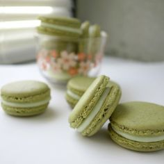Matcha Macarons with White Chocolate Ganache. Get your perfect feet easily. No weighing!