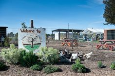 Support sustainable living!  Love the idea of the Full Circle Farm!