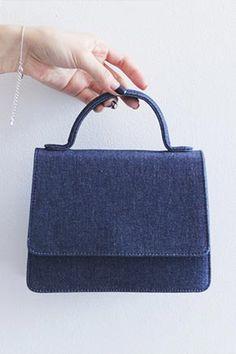 コンパクトなミニトートバッグ♪ カジュアルなデニム素材の手提げバッグです。[Stylenanda]