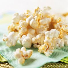 Jazz up plain popcorn with a little cumin and chili powder for an afternoon snack or for movie night. Healthy Popcorn, Popcorn Snacks, Popcorn Recipes, Savory Snacks, Yummy Snacks, Healthy Snacks, Healthy Recipes, Diet Recipes, Healthy Eating