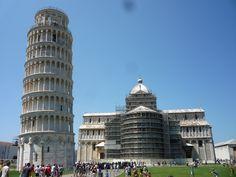 Un Milagro, esta Plaza de Pisa. Por detrás...