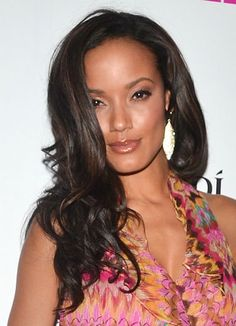 Selita Ebanks shows off her luscious waves at a recent NYC event. (We have a feeling the  Macadamia Shine Perfecting Duo from CarolsDaughter.com, had something to do with this awesome hairstyle!)