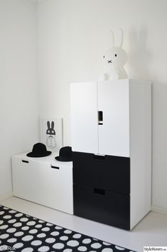 ikea,stuva,miniwilla,miffy,hattar,barnrum Boy And Girl Shared Bedroom, Little Girl Rooms, Kids Bedroom, Ikea Nordli, Apartment Needs, Kidsroom, Kid Spaces, Kids Decor, Interiores Design