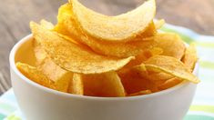 Easy Homemade Potato Chips Recipe When the snack craving hits, making homemade potato chips is easy and much healthier for you than buying a bag from the store. Our recipe is proof! Potato Recipes, Snack Recipes, Potato Snacks, Healthy Recipes, Healthy Options, Yummy Recipes, Healthy Snacks, Dinner Recipes, Yummy Food