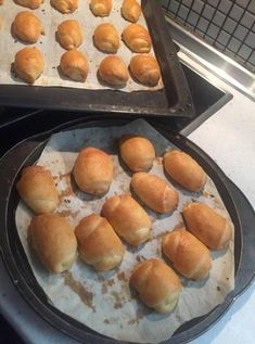Hot Dog Buns, Hot Dogs, Greek Recipes, Griddle Pan, Hamburger, Bread, Snacks, Cooking, Food