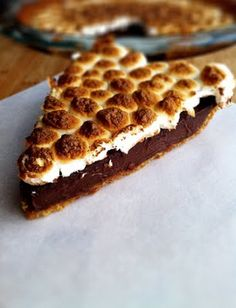 S'MORES PIE!!!!!!   Holy cow this looks good:)