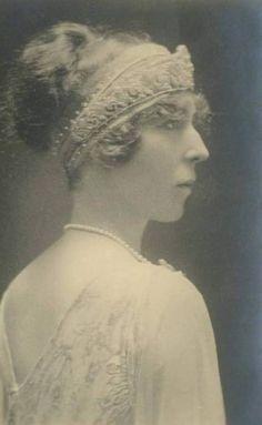 Queen Elisabeth of Belgium - hair inspiration